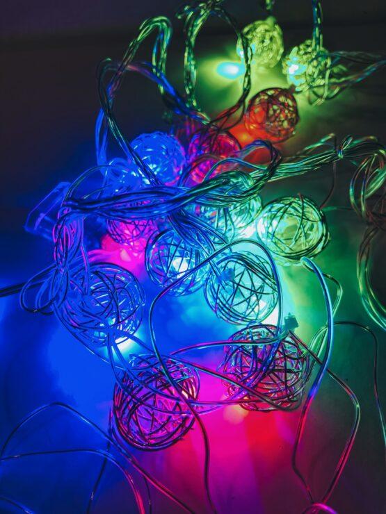 Гирлянда «Разноцветные клубочки ротанг» — металлические